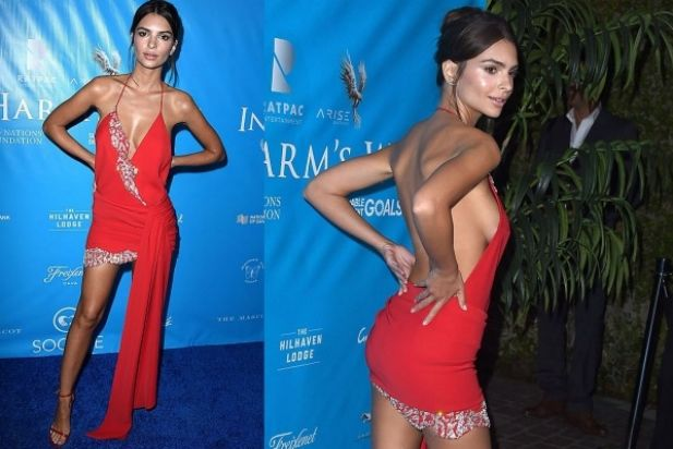 pics The One Thing Emily Ratajkowski Wears With Everything From Bikinis to Dresses