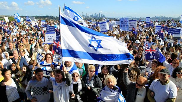 Two crowds, same goal: A pro-Israeli rally in Dover Heights.
