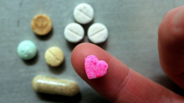 The Global Drug Survey will seek to find out the pros and cons of the internet drug trade.