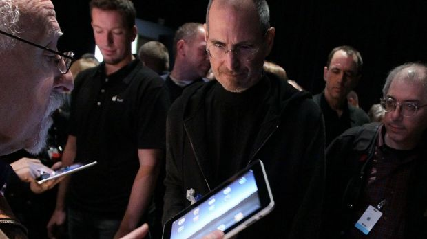 Steve Jobs discusses the iPad with journalist Walt Mossberg after the launch in January, 2010.