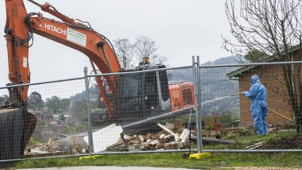 Workers demolish a Mr Fluffy home.