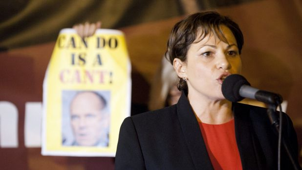 "Labor MP Jackie Trad says former premier Campbell Newman must must resign his commission ""by 6.01pm"" on Tuesday."