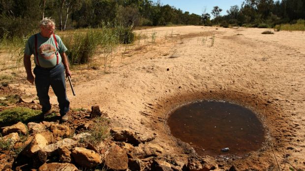 Narrabri grazier Tony Pickard has reported suspected contamination of water by Santos.
