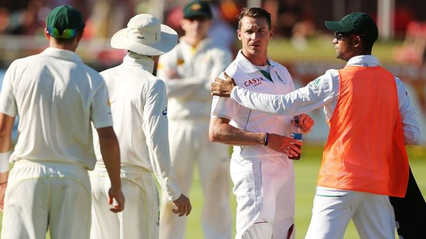 Dale Steyn (2nd R), argues with Michael Clarke and James Pattinson on the fifth day of the Third Test between South ...