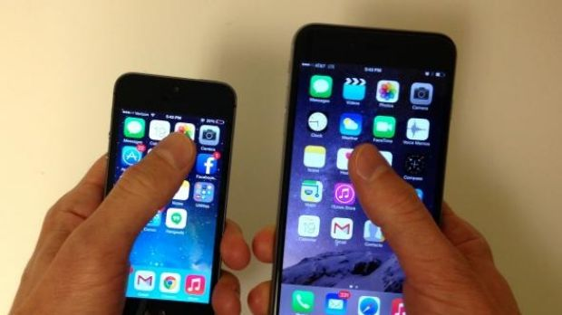 This is how far my thumb can reach on the iPhone 5 (left) and on the iPhone 6 Plus (right).
