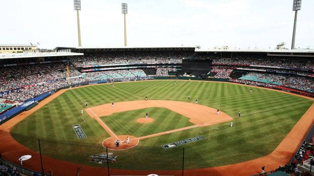 Spectacle: The Los Angeles Dodgers and the Arizona Diamondbacks met at the SCG in 2014.