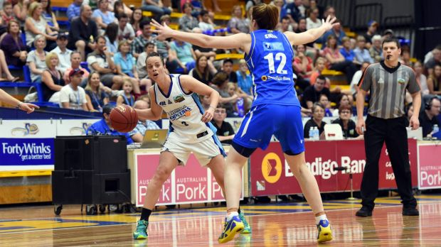 Kristen Veal in action against Bendigo Spirit.