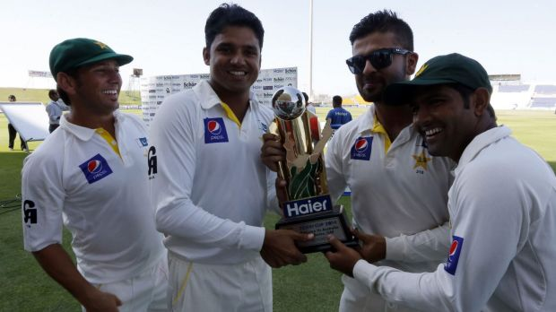 Pakistan's players with the trophy after their win over Australian on Monday.