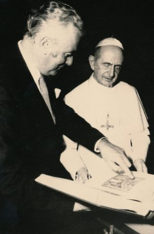 Gough Whitlam points at a book he gave to Pope Paul VI in 1973.
