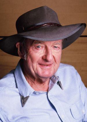 """""""A beer with Duncan"""": Singer-songwriter Slim Dusty, who died in 2003."""