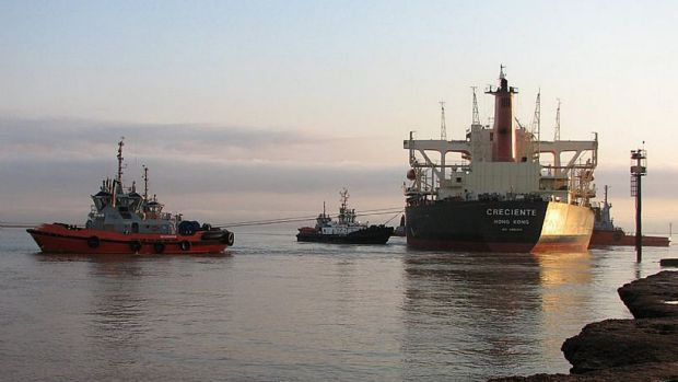 A new pay deal has not completely removed the threat of strikes for Port Hedland tugboat operator Teekay.