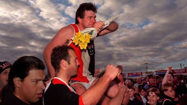 Danny Frawley is chaired off after his last game for St Kilda.
