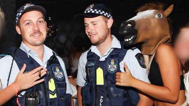Schoolies party with police.
