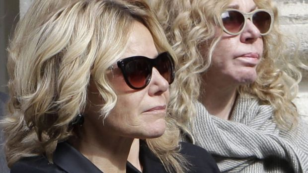 The daughter of the Duchess of Alba arrives for her funeral.