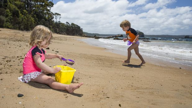 Maddy, 2, and Casey Matthews-James, 4, from England enjoy an outing to Batemans Bay this week. The temperatures will ...