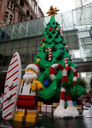 The tree is 10 metres tall and took 1200 hours to build.
