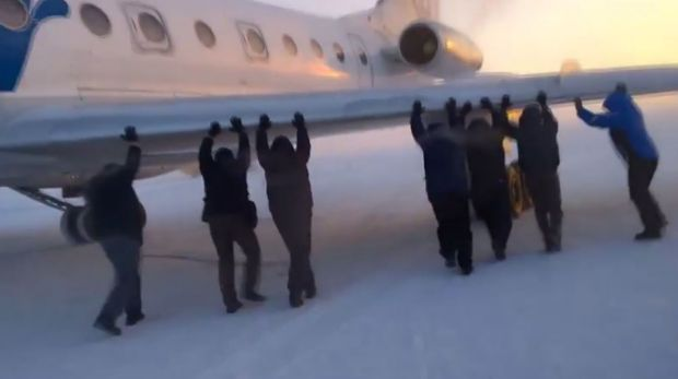 Passengers pitched in when their plane needed a helping hand.