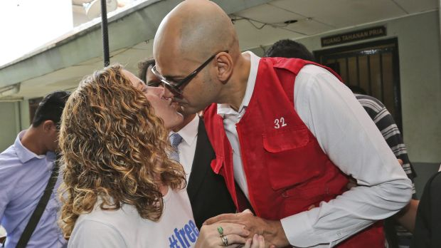 Canadian teacher Neil Bantleman, right, kisses his wife Tracy prior to the start of his trial hearing in Jakarta last year.