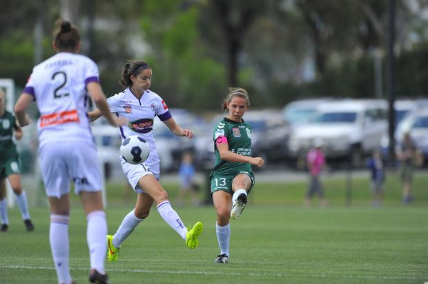 Canberra united player Nicole Begg in action.