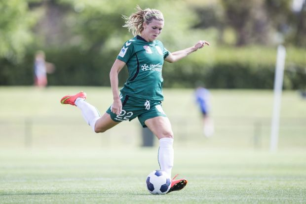 Stephanie Ochs of Canberra United crosses one in from the sideline.