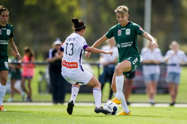 Canberra United player Michelle Heyman in action.