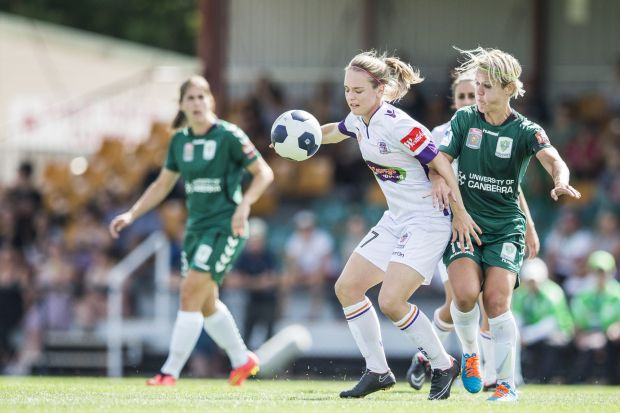 Canberra United player Lori Lindsey and Perth Glory Gabrielle Marzano vie for the ball.