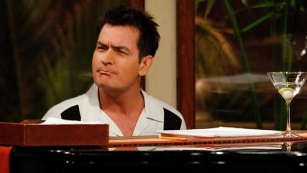 Charlie Sheen has apologised to Kim Kardashian after his Twitter tirade.