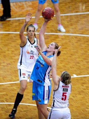 Centre, Canberra Capitals player Sam Norwood in action.