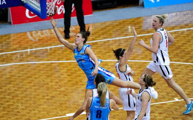 Centre, Canberra Capitals player Steph Talbot in action.
