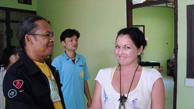 Schapelle Corby looks at a visitor's jewellery at  Kerobokan prison.