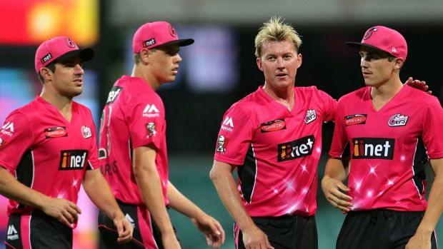 Sixers celebrate Binga's wicket in the first innings.