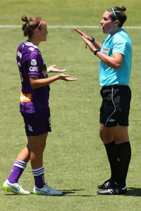 Match referee Kate Jacewicz talks with Caitlin Foord of the Glory.