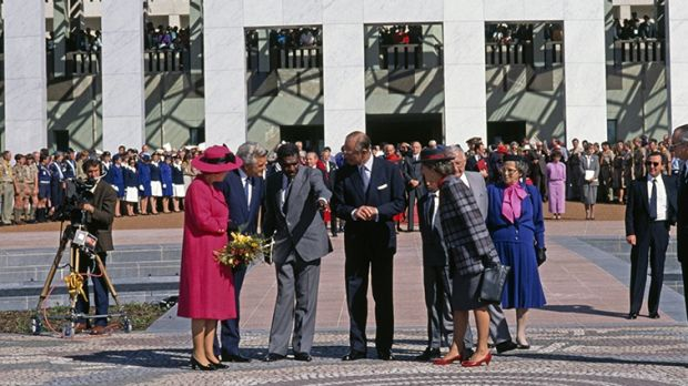 Queen Elizabeth II, Prime Minister Bob Hawke, artist Michael Nelson Jagamara and the Duke of Edinburgh at the official ...