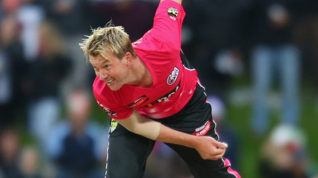 Brett Lee of the Sixers bowled well during the Big Bash League match between the Hobart Hurricanes and the Sydney Sixers