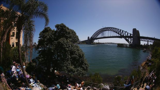 People scrambled early for a prime position at Kirribilli last New Year's Eve.