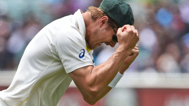 Shane Watson shows his elation after taking a catch to get rid of Lokesh Rahul.