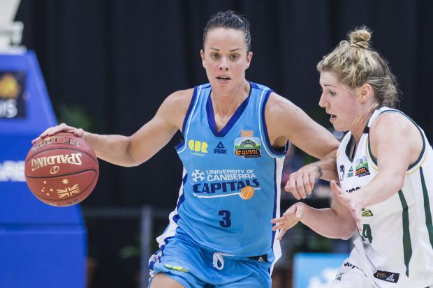 Kirsten Veal of the Canberra Capitals on the attack.