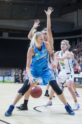 Lauren Jackson of the Canberra Capitals on the attack.