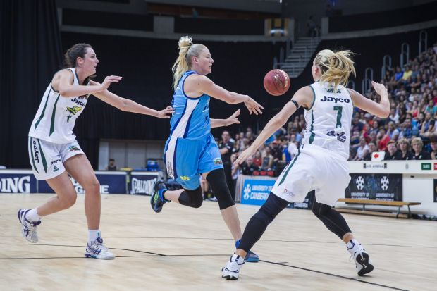 Lauren Jackson of the Canberra Capitals lays the ball off.
