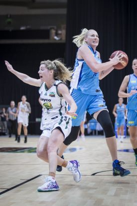 Lauren Jackson of the Canberra Capitals bring the ball down the court.
