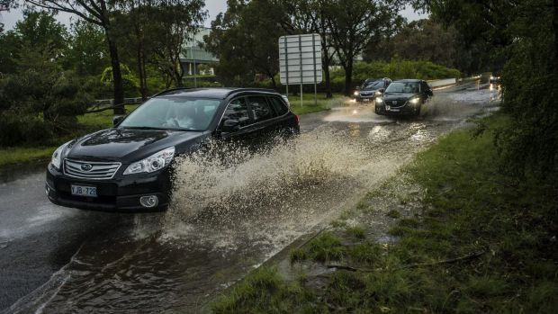 Drivers tackle the wet weather on Parkes Way Monday night.