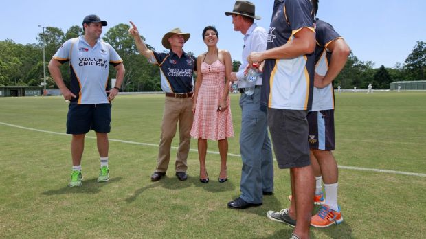 Premier Campbell Newman campaigns at Valley District Cricket Club in Ashgrove.