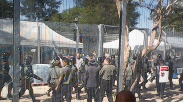 As many as 700 Manus Island detainees are participating in a hunger strike.
