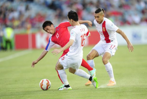 From left, DPR Korea player Sim Hyon Jin and China P.R. players from left, Zhang Chengdong and Sun Ke in action.