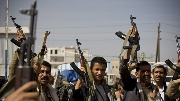 Houthi Shiite Yemeni raise their weapons during clashes in near the presidential palace in Sanaa.
