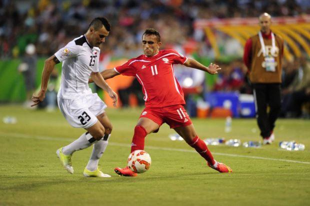 From left, Iraq player Waleed Salim Al-Lami and Palestine player Ahmed Wridat in action.