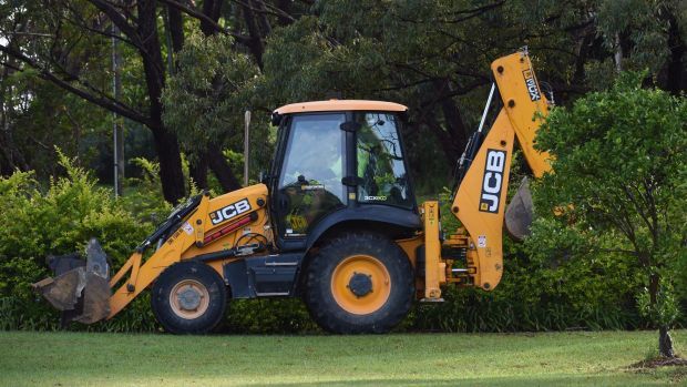 An excavator helps in the search for William Tyrell.