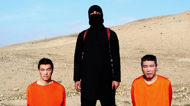 Deadline looms ... An Islamic State militant with the two Japanese hostages, journalist Kenji Goto, left, and military ...
