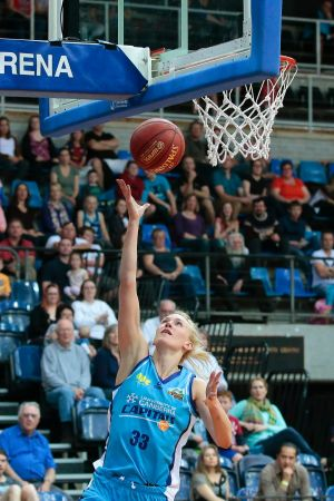Hanna Zavecz returns from injury for the Canberra Capitals this weekend.