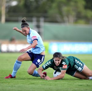 Sydney FC Chloe Logarzo said elite sport teams should have open and frank discussions about managing their periods.